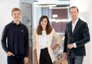 Storytelling trifft auf KI: Felix Willikonsky und Henni Wiedemann der Digital Communications Unit gemeinsam mit PIABO CEO Tilo Bonow. / Foto:PIABO